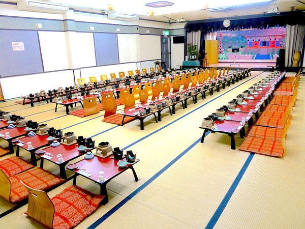 【夢灯りの間】『90畳』『お座席・テーブル選択可』『会議室としても使用可』