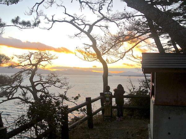 【尾崎神社】境内からの風景、昔ながらの風景が楽しめる場所です。