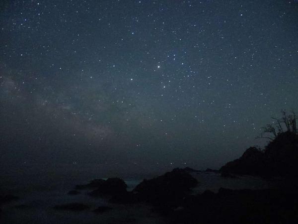 【星空】鵜島の海岸より撮影、ミラーレス一眼カメラでも沢山の星を撮影することが出来ます。