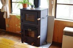 食堂に設置されたエコ(バイオマス)な暖炉